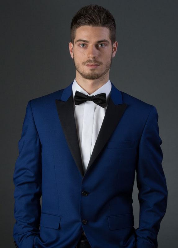 ce1d94a6041 Mannequin en costume bleu et noeud papillon