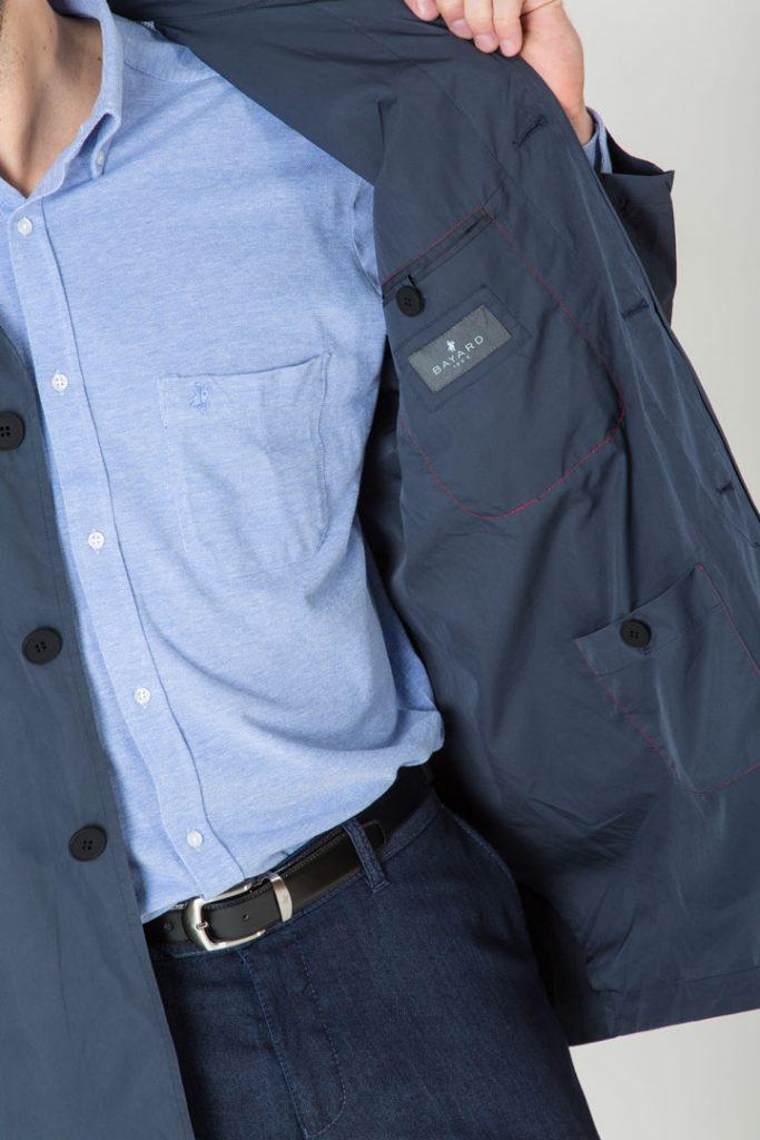 poches fonctionnelles intérieures ou extérieures zippées ou boutonnées